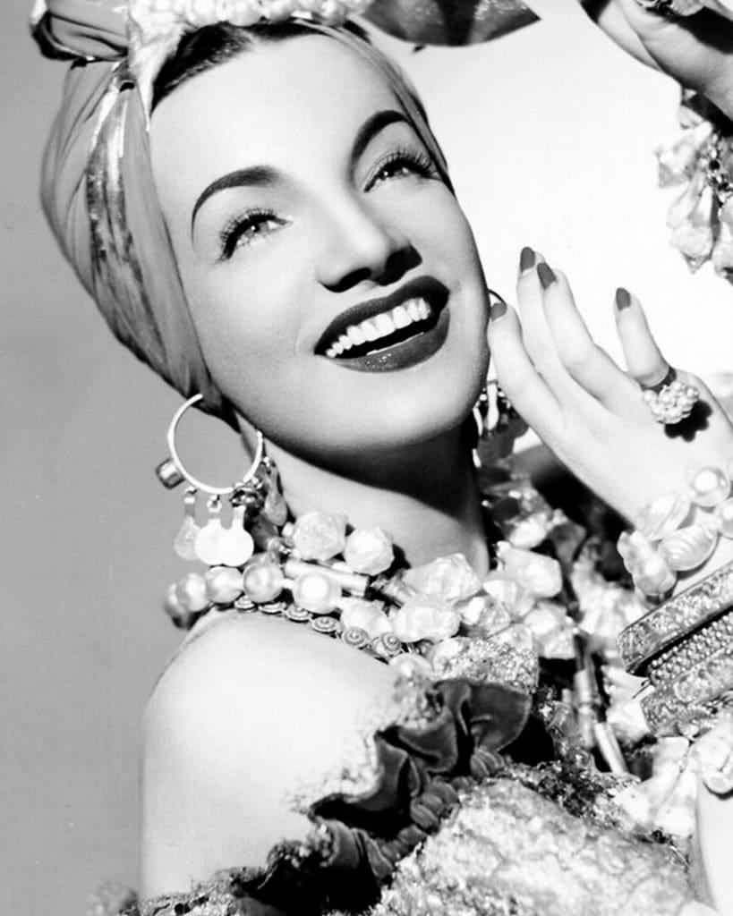 Orecchini a cerchio: Carmen Miranda